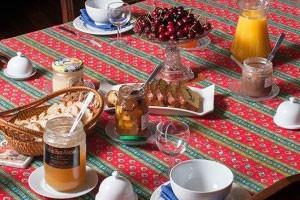 cuisine-cedre-chateau-de-lemps-maison-hotes-250x200