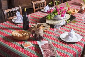 cuisine3-cedre-chateau-de-lemps-maison-hotes-250x200